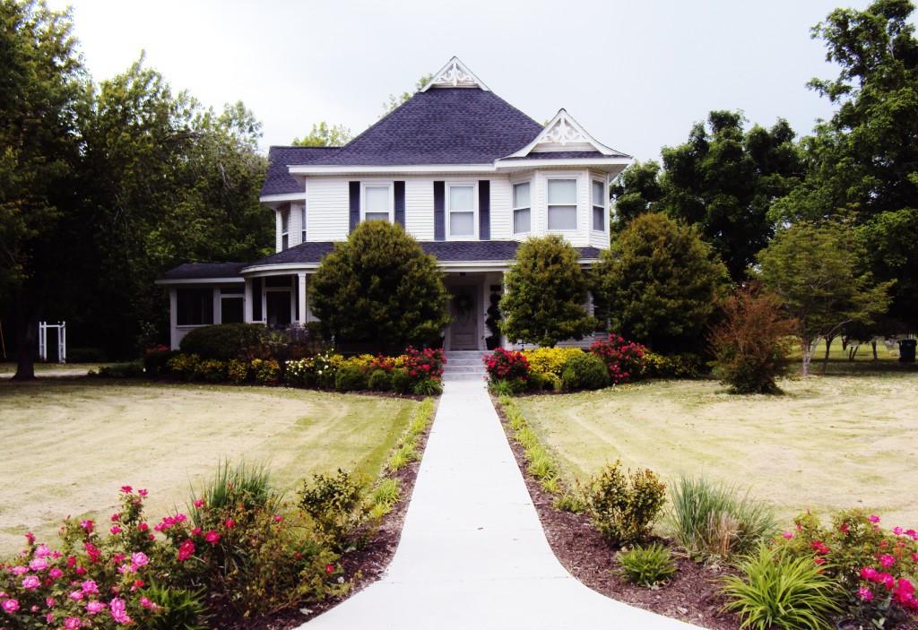 get-attachmenhome-1024x703 Turn-of-the Century farmhouse home tour
