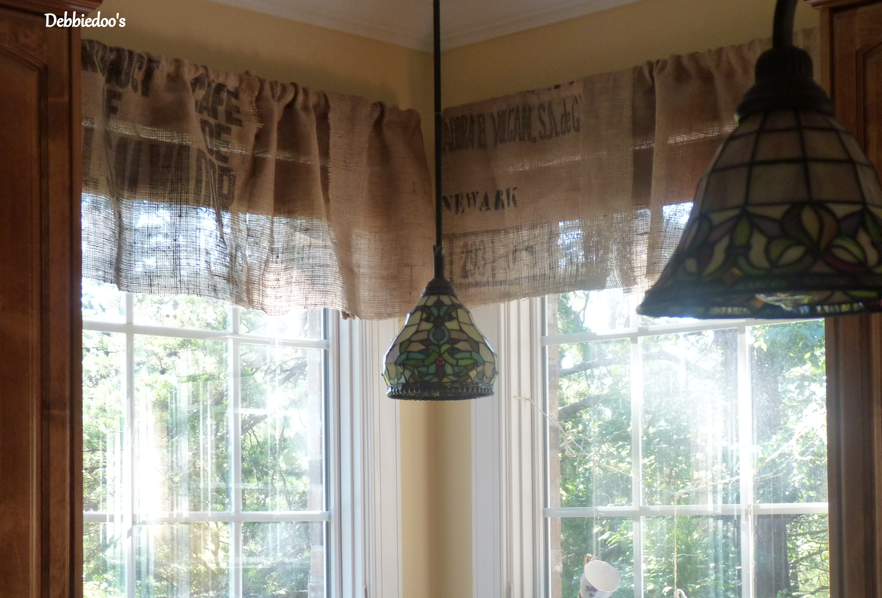 Diy no sew burlap kitchen valances...made from Coffee bags ...
