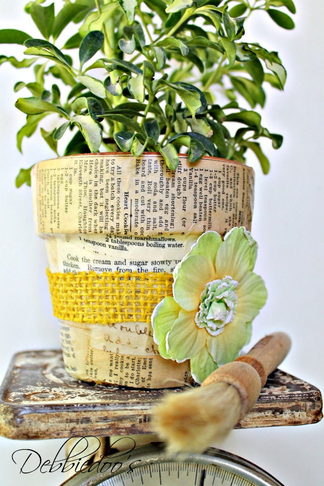 Mod-podge-terra-cotta-pots-with-fabric-and-a-vintage-recipe-book-002