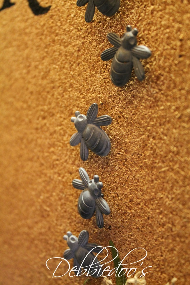French bees on a memo board