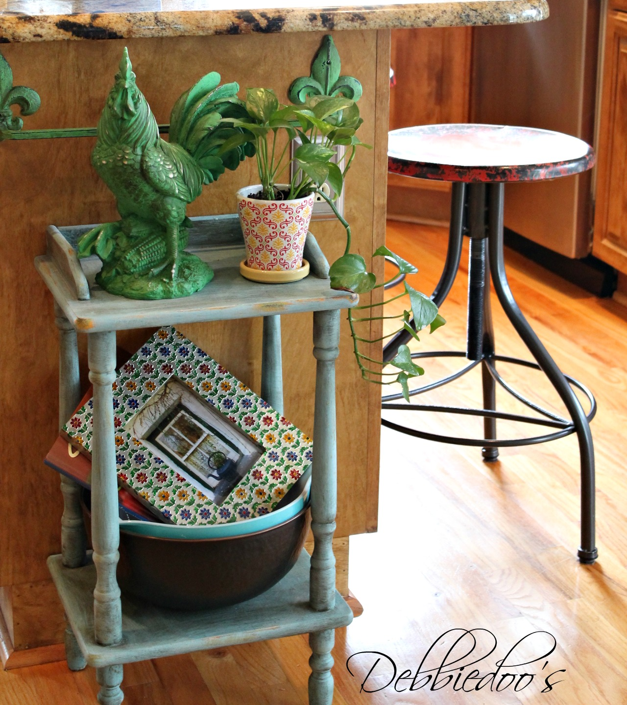 French Kitchen Stools: French Country Kitchen Style Freshened Up