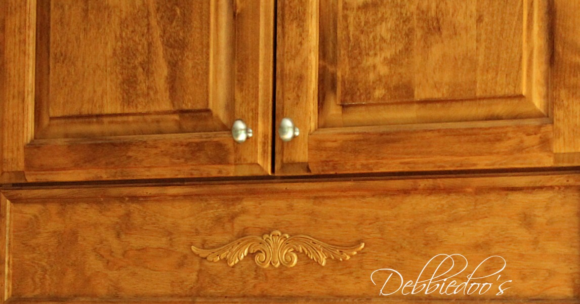 Hardware choices for the kitchen cabinets {Revamping your kitchen