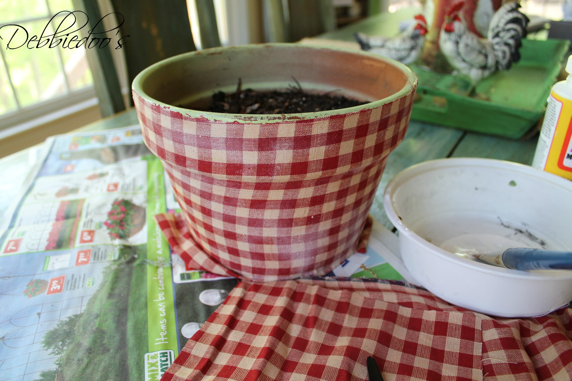 modpodge-pot-004 How to mod podge a terra cotta pot with fabric