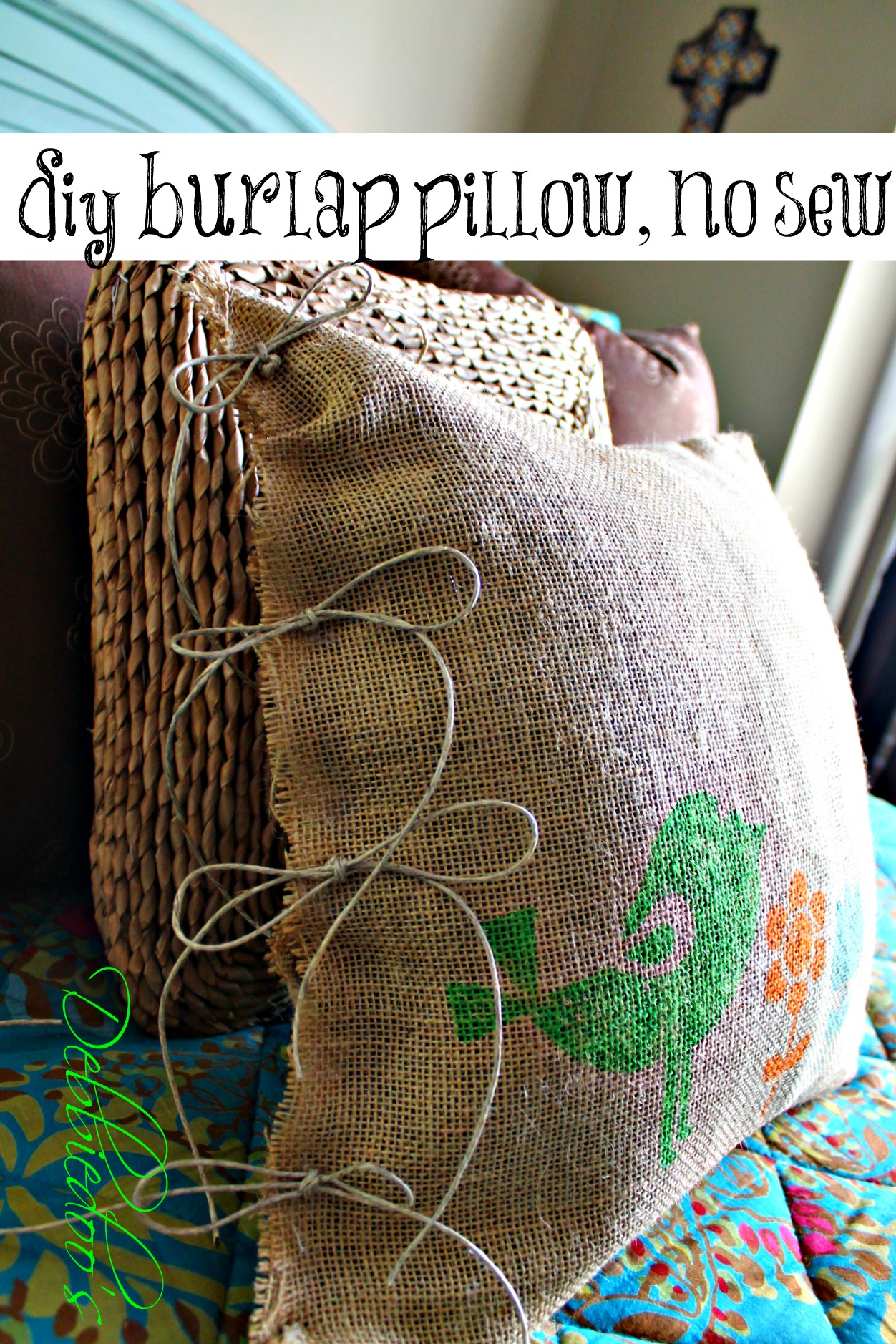 Diy no sew burlap pillow stenciled with fabric markers for Burlap fabric projects