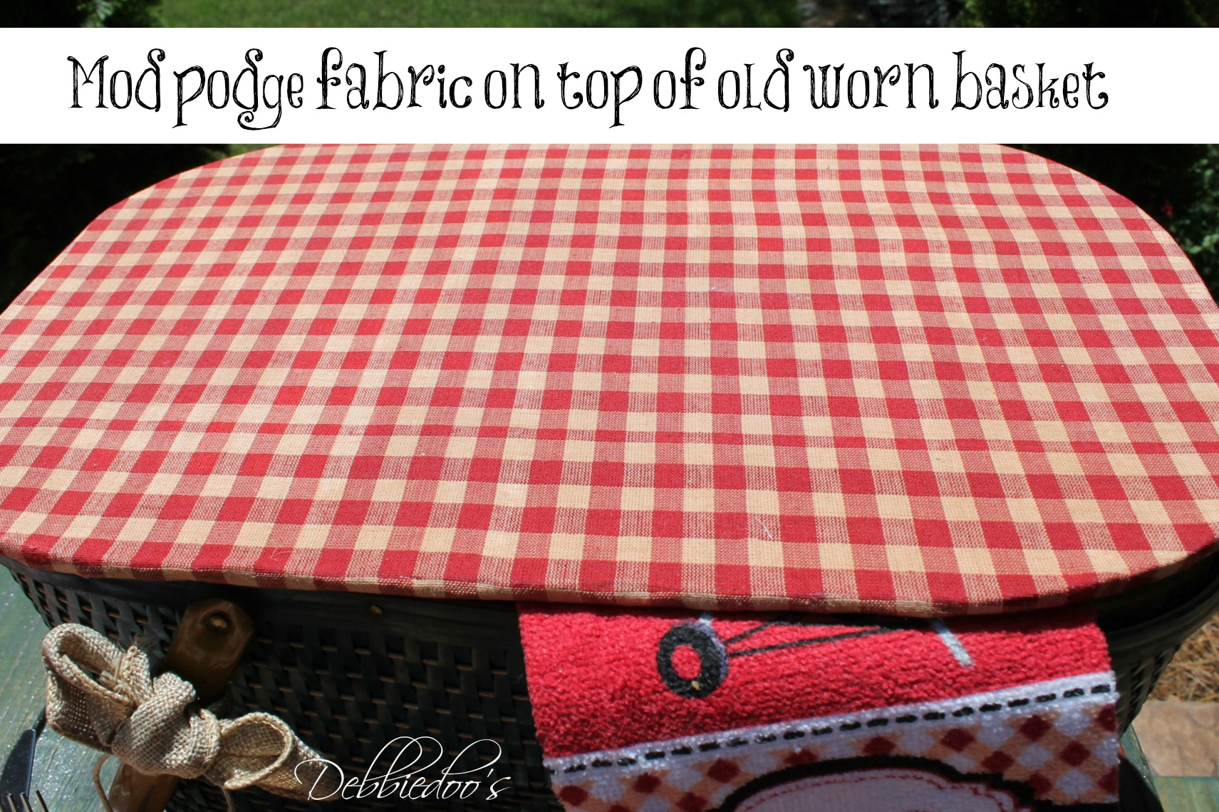 picnic on the patio with a repurposed vintage picnic basket mod podge on top of old worn picnic basket with fabric