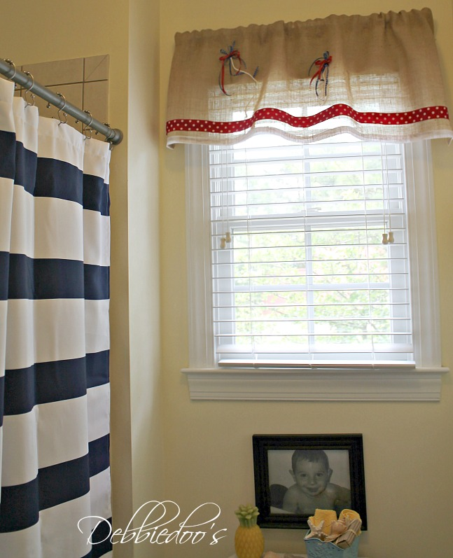 burlap no sew valance for the bathroom 031