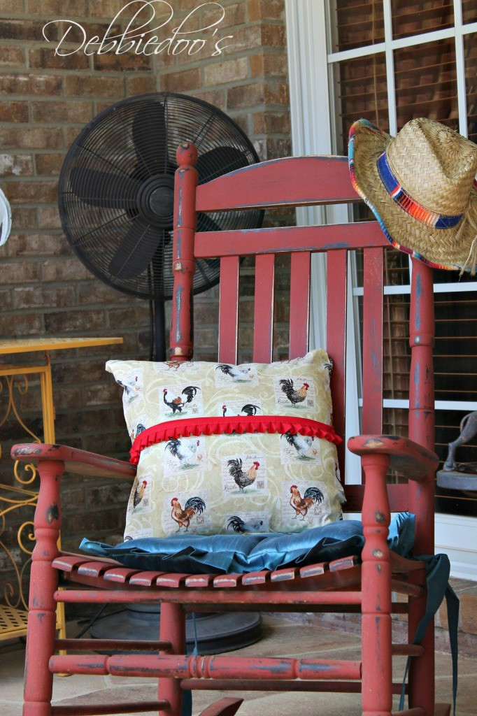picnic-on-the-patio-with-a-repurposed-vintage-picnic-basket-031