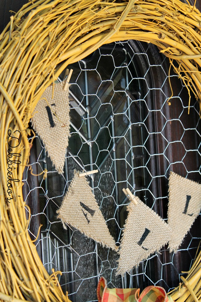 Fall wreath with chicken wire 010
