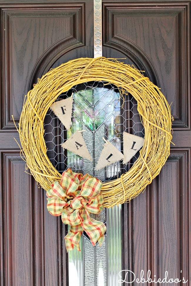 Fall wreath with chicken wire 013
