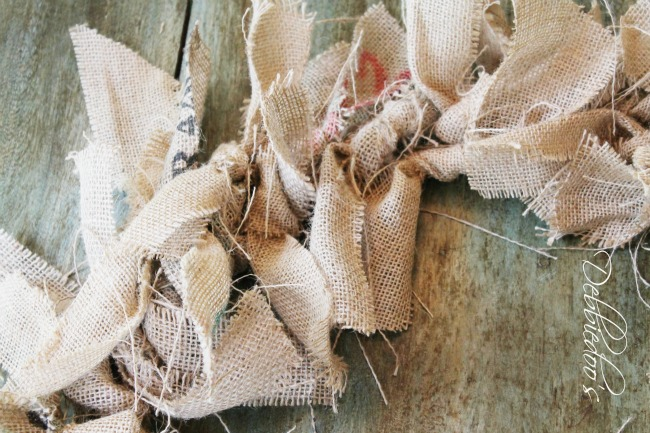How to make a burlap rag wreath