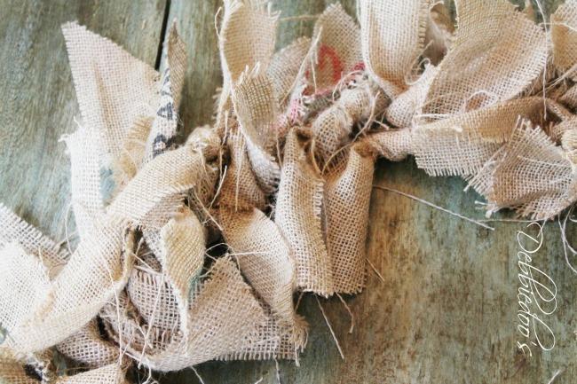 How to make a burlap rag wreath