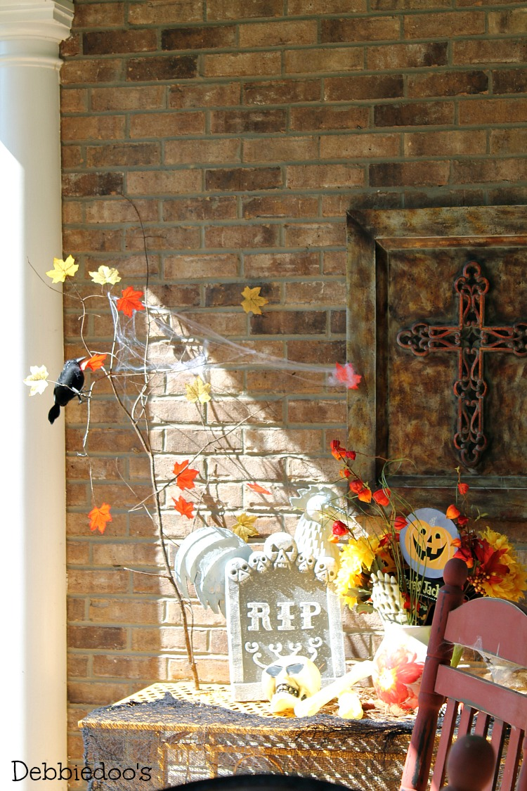 Halloween porch and mantel 006