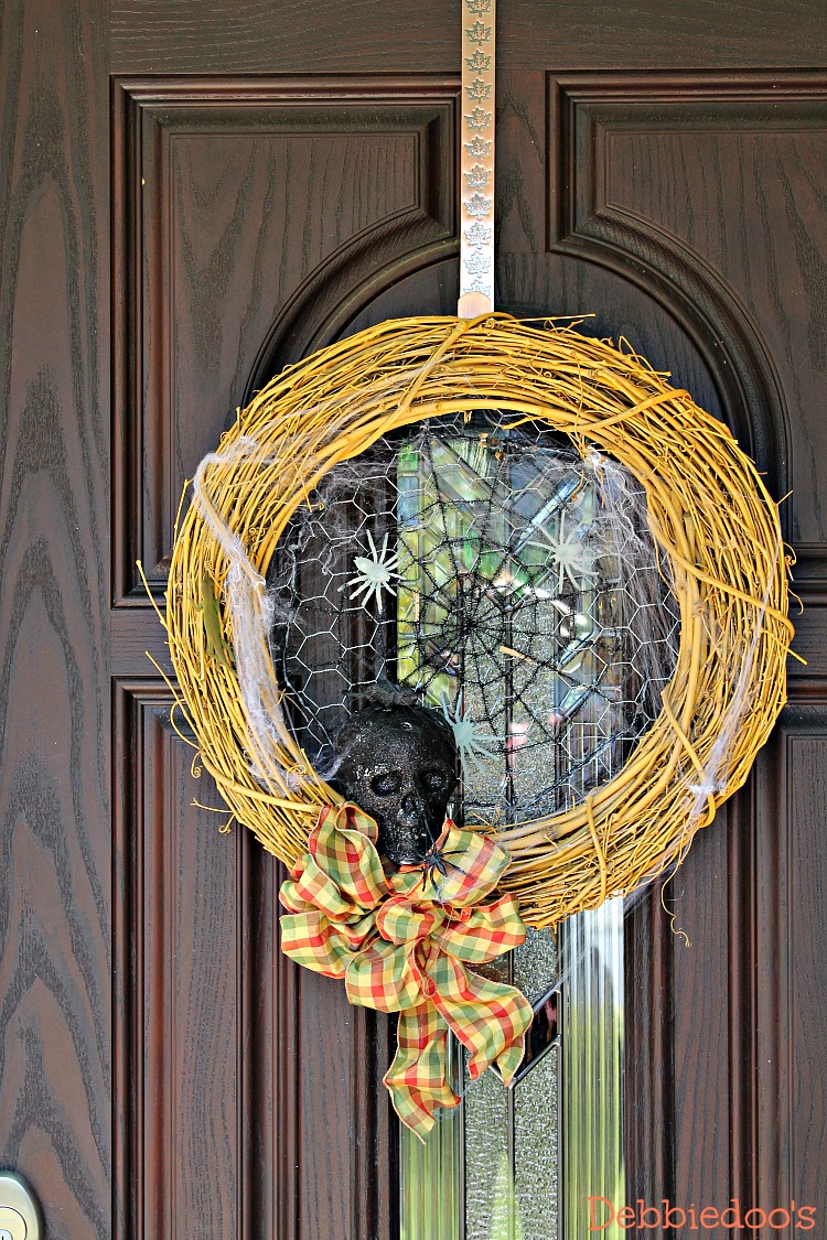 Halloween wreath with skulls and mice from dollar tree