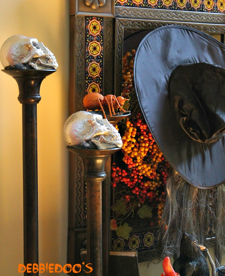 Halloween porch and mantel 084