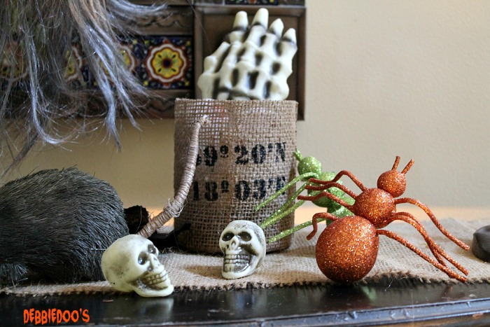 Halloween porch and mantel 088