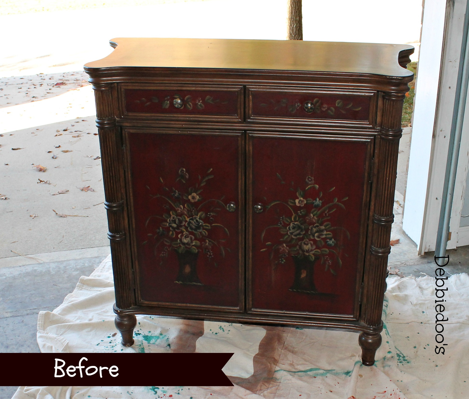 before -and- after -sideboard -with -decoart -Americana- chalky- paint