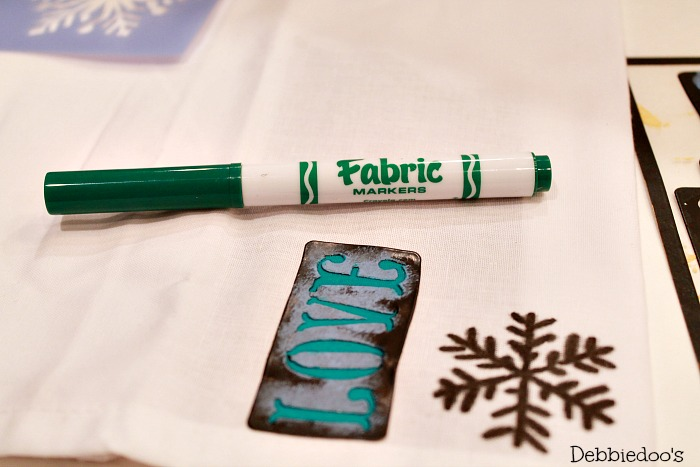 diy-holiday-napkins-with-fabric-markers-007