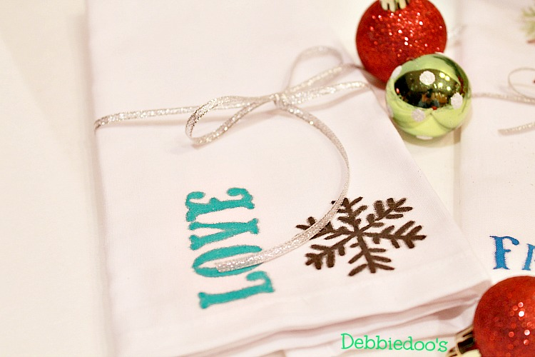 diy-holiday-napkins-with-fabric-markers-015