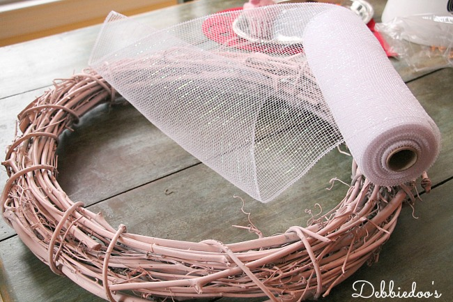 mesh wreath for Valentine's day 005