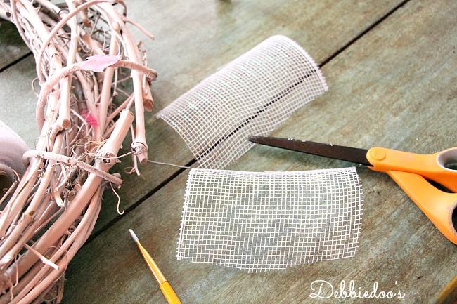 mesh wreath for Valentine's day 009