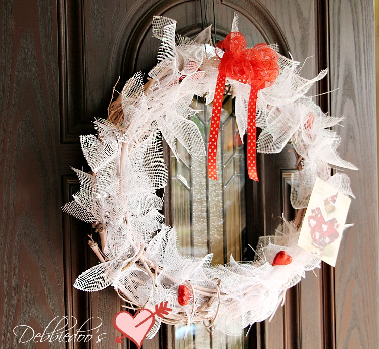 How to make a Valentine's mesh wreath