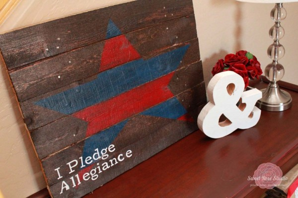 Patriotic-Entry-Way-with-USA-Pallet-Art-from-Sweet-Rose-Studio-1-1024x682