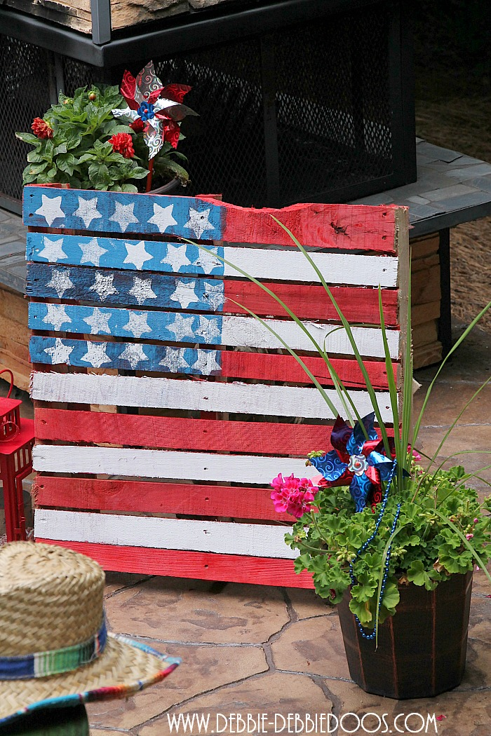 Make A Patriotic Pallet Debbiedoos