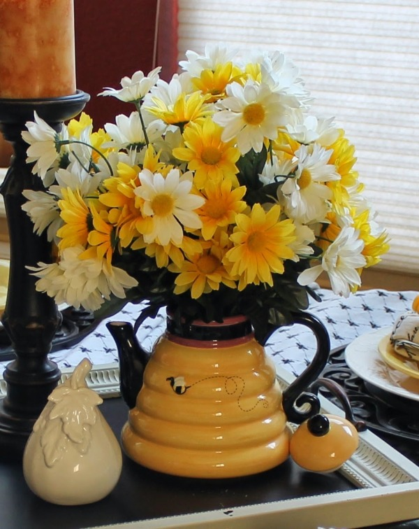 Bumblebee table scape