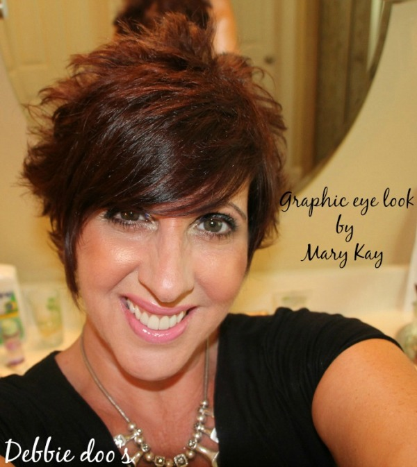 Graphic eye look by Mary Kay