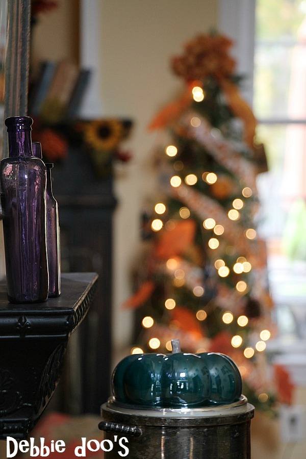 Thanksgiving tree in family room with diy ornaments and dollar tree #debbiedoos