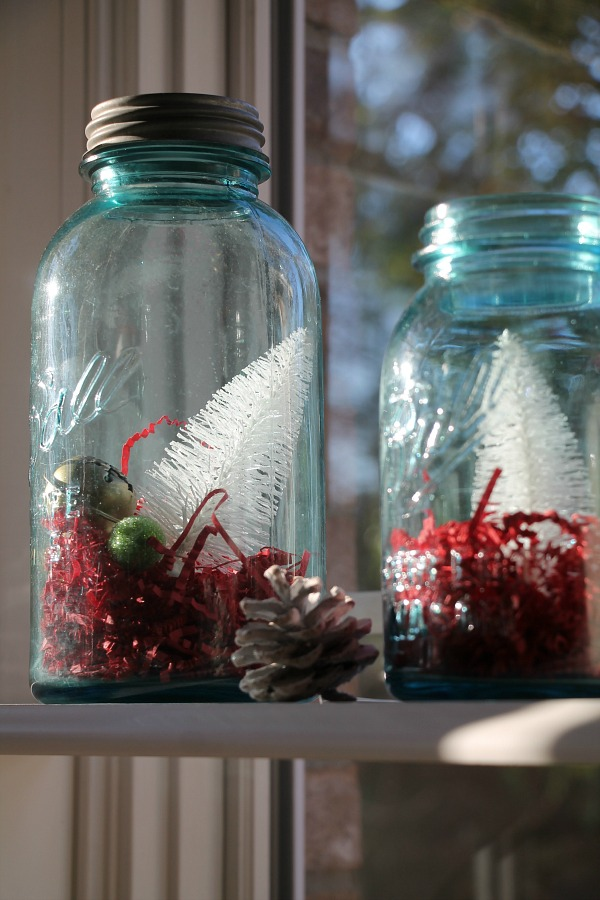 Easy christmas decorating ideas for the kitchen debbiedoos for What to fill mason jars with for christmas