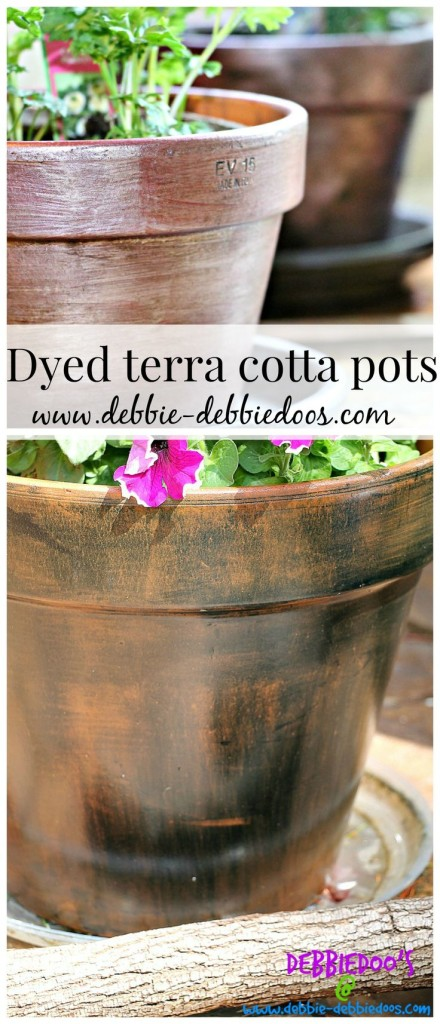 Rit dye painted on terracotta, different variations and techniques that are fun and easy. Have a one of a kind look this summer on your garden pots.
