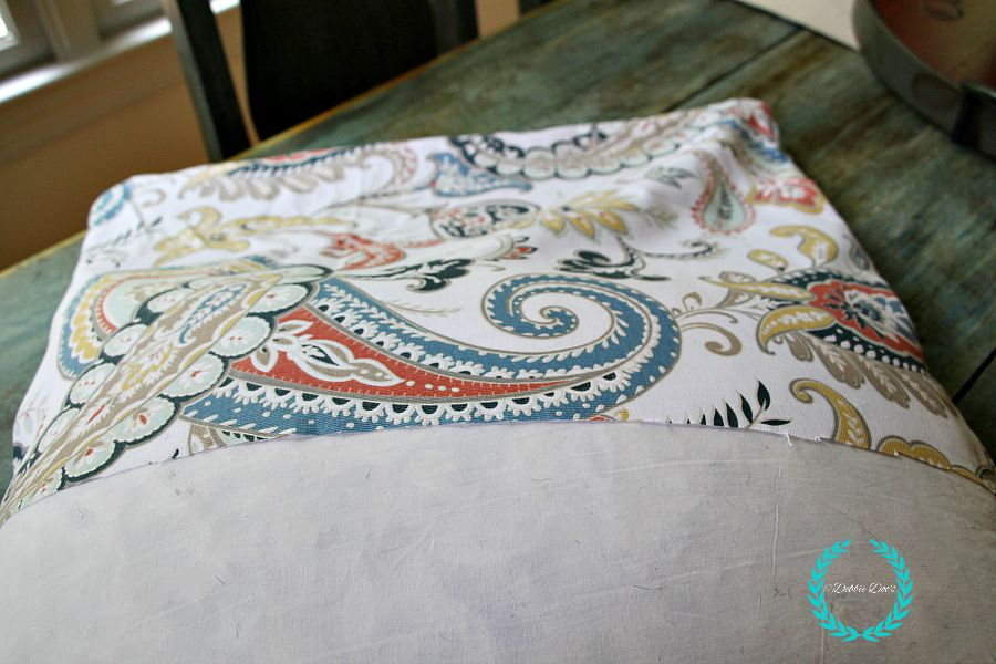 How to make a no-sew pillow out of a tablecloth