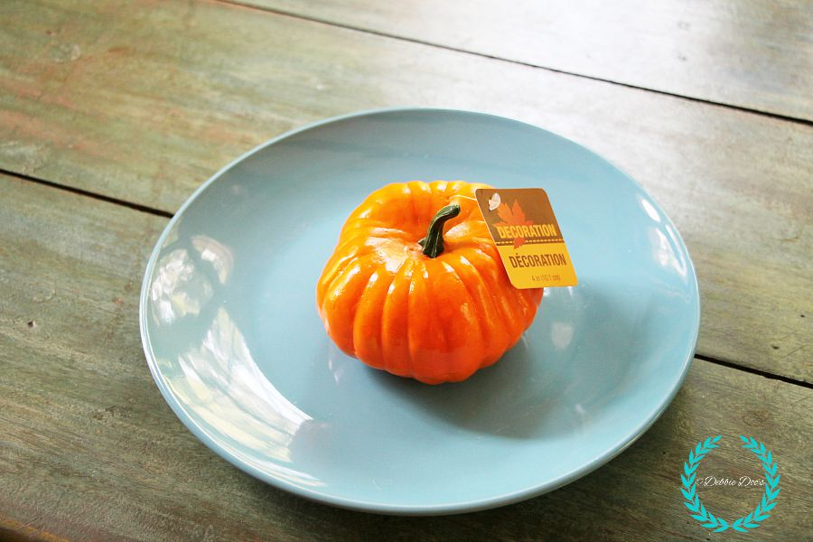 dollar tree plate and pumpkin