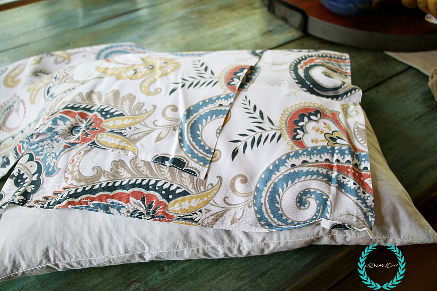 no-sew tablecloth pillow idea