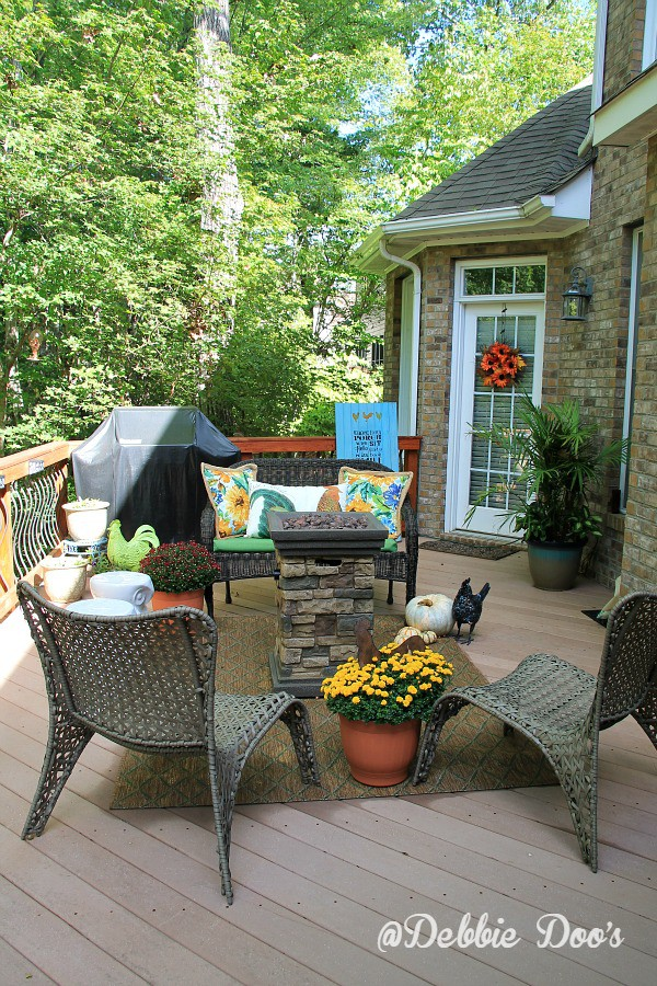 Nice outdoor fall and patio decorating