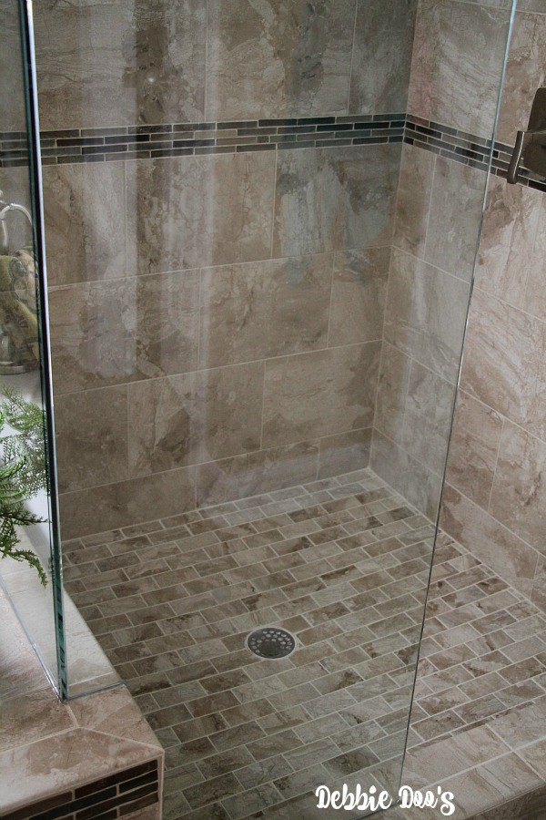Seamless shower glass door