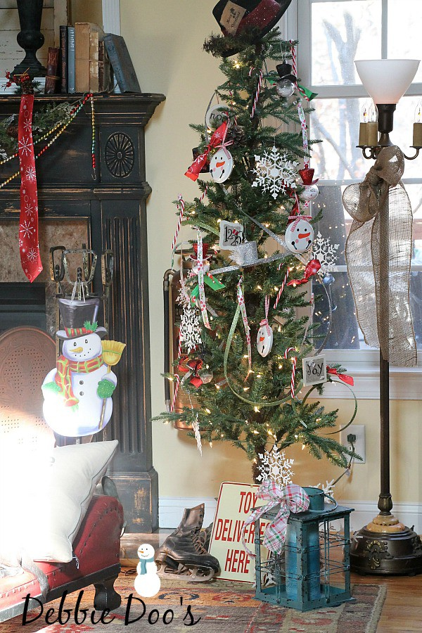 Snowman-tree-decorating-ideas-from-the-Dollar-tree