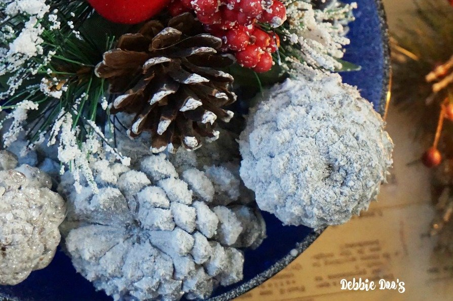 How to create wintery pinecones