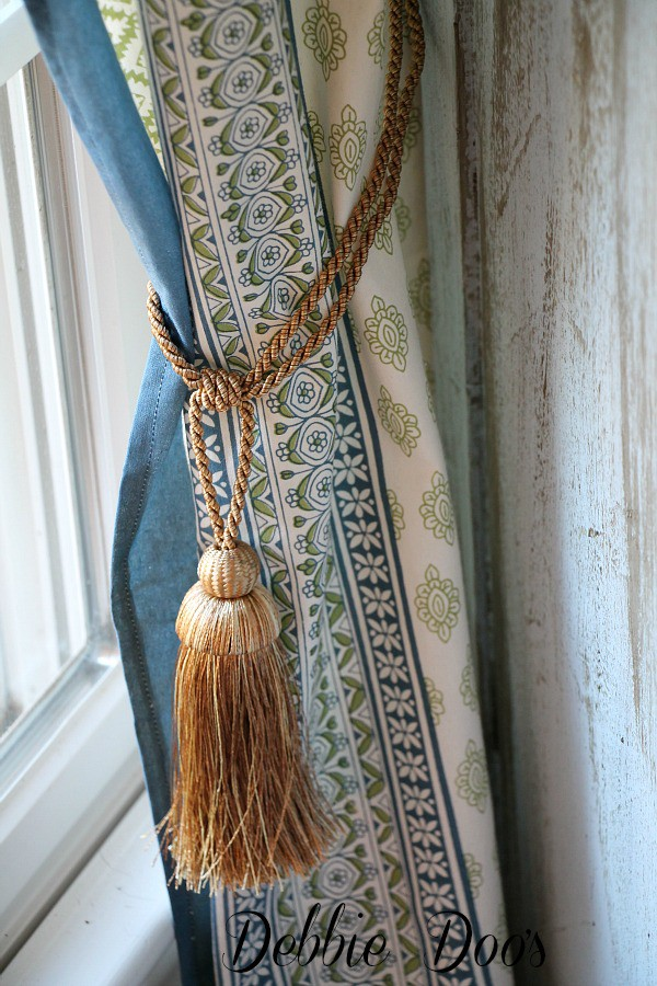 Country french curtain idea