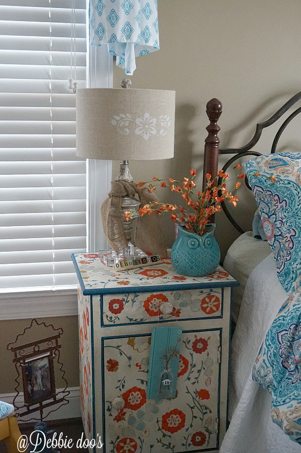 Fun and colorful guest room changes with paisley