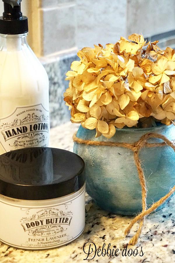 How to make a mini bathroom vase