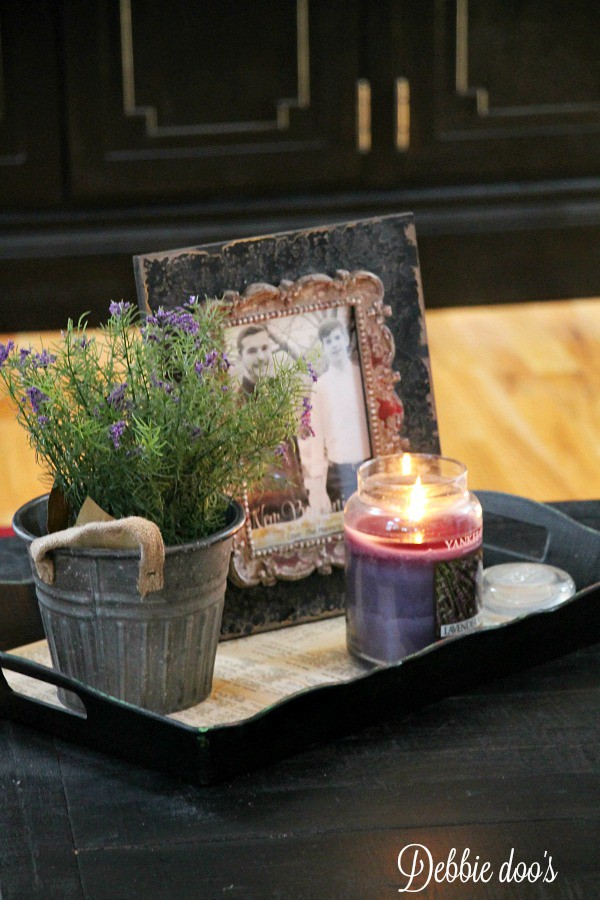 Spring family room decor with lavender scents and flowers