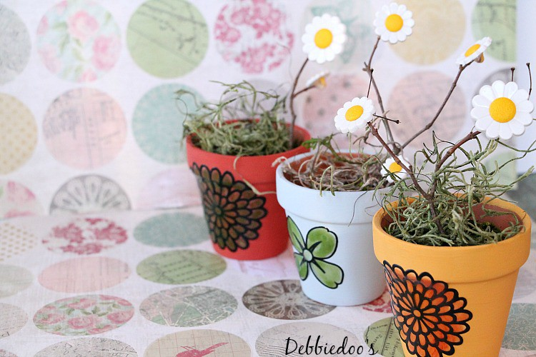 Dollar tree thrifty spring craft and home decor ideas for Small terracotta pots crafts