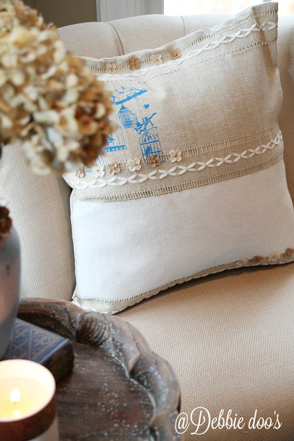 Painting on burlap with chalky paint