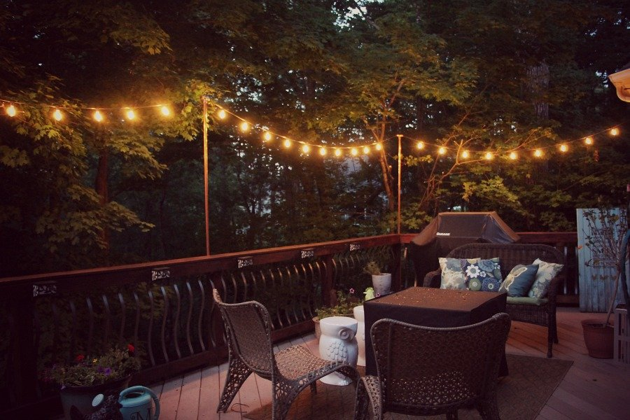 Diy hanging outdoor string lights - Debbiedoos