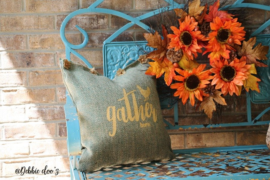 Burlap fall no sew pillow idea by Debbiedoo's with gather here stencil design