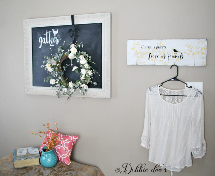 Guest room at Debbiedoo's with friendly boho decor