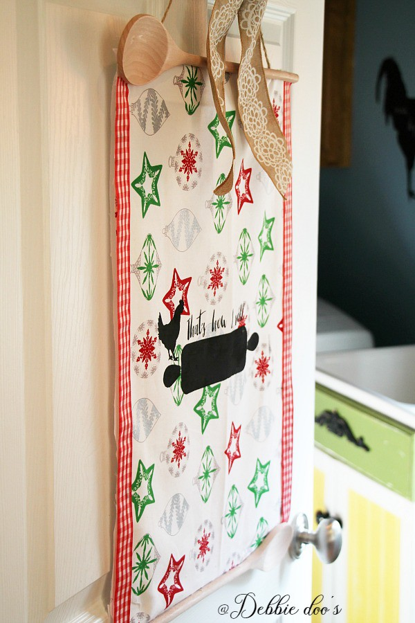 How to make a Christmas wall or door hanger