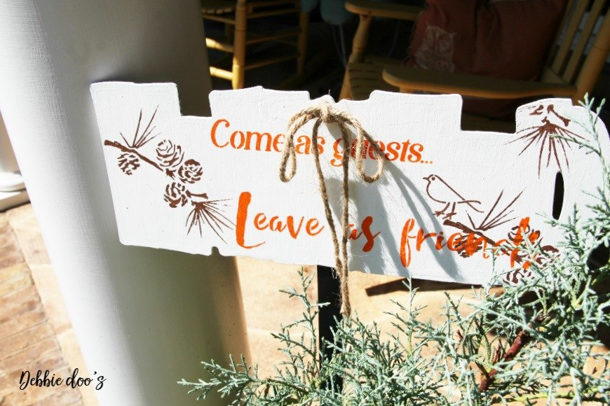 bird-welcome-sign-for-fall-with-debbiedoos-stencil